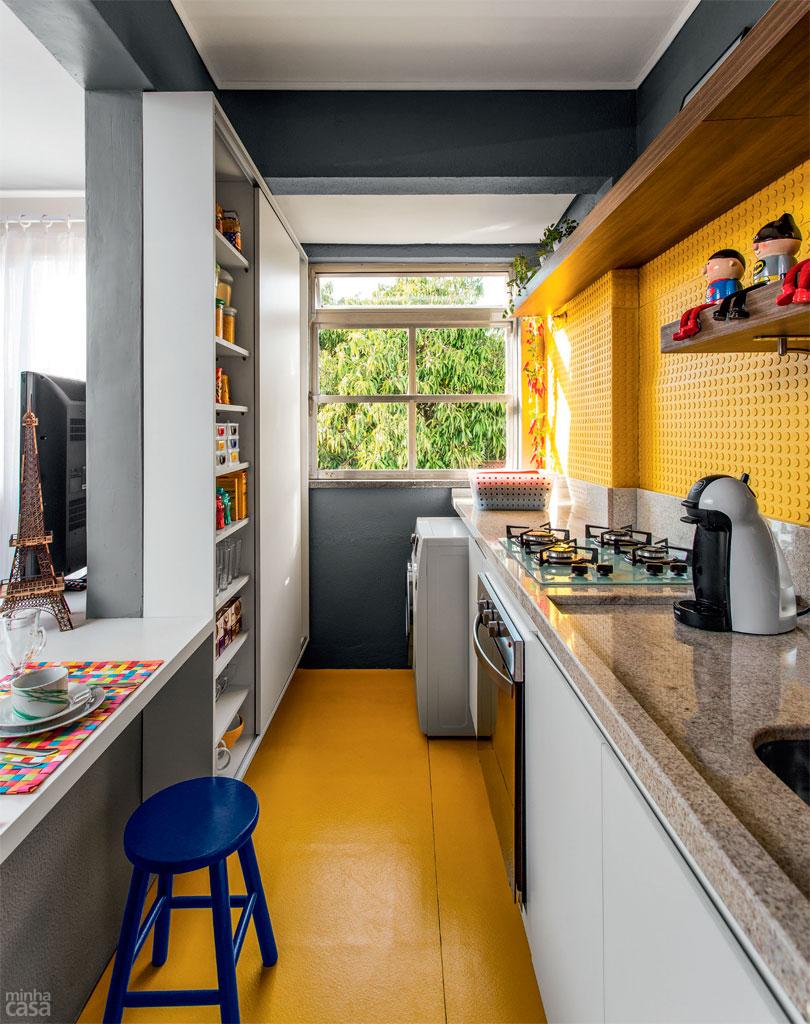 E essa cozinha com piso e parede amarela?