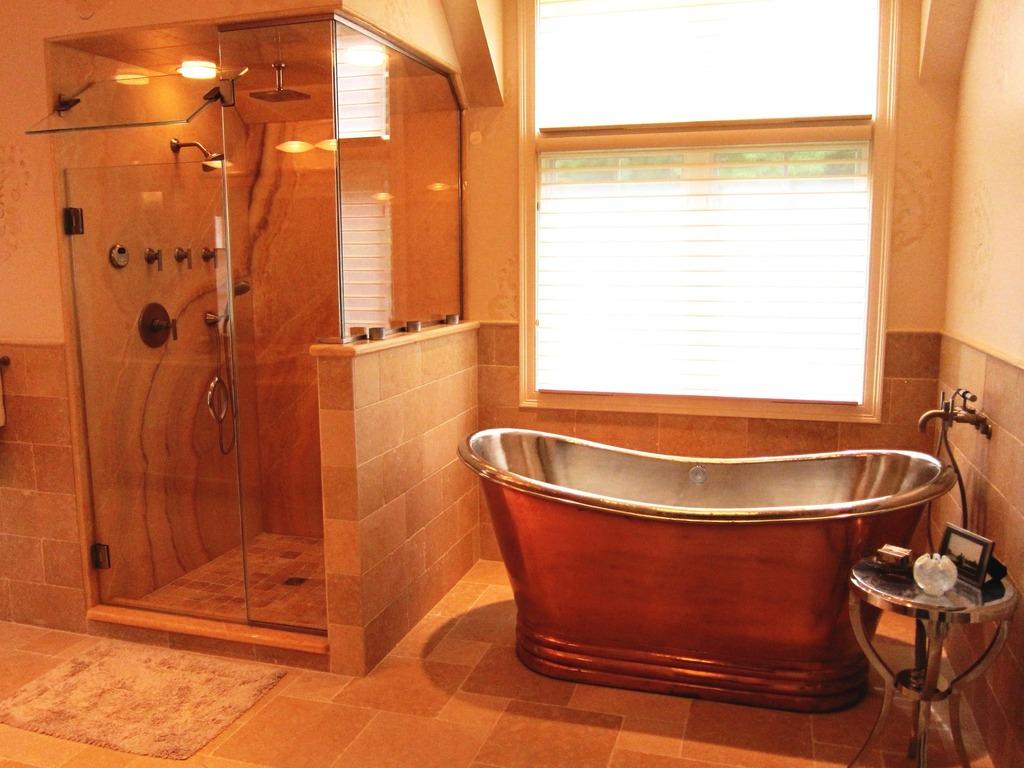 Combinando Cores na Decoração: Banheiro com Tons Laranja
