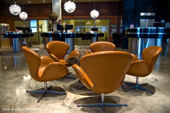 Poltrona Swan lobby Hotel Royal