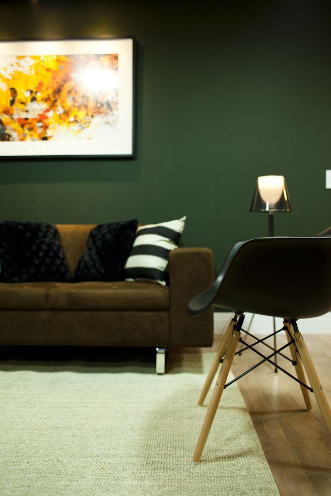 Projeto de Interiores Sala de Negócios: Sofá Coral, Cadeira Eames DAR e Abajur Vega