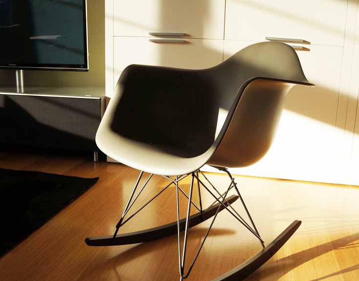 CadeiraDAR (Dining Armchair R-wire) Balanço do Casal Eames