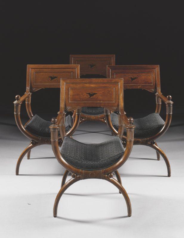 Cadeiras Curule exemplo