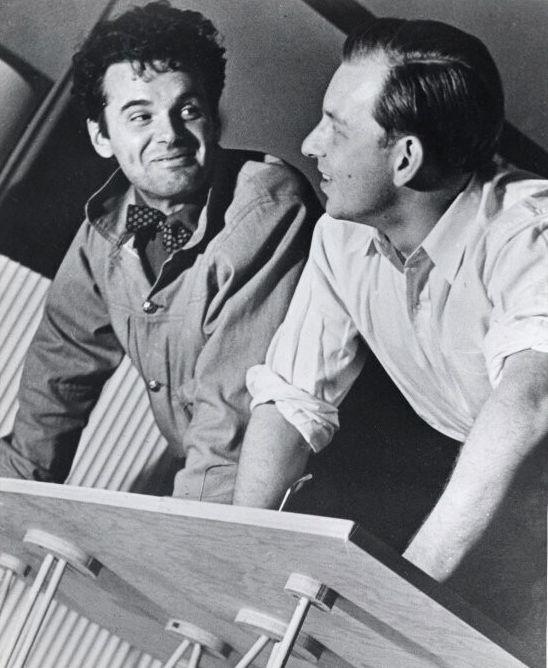 Charles Eames à esquerda e Eero Saarinen à direita