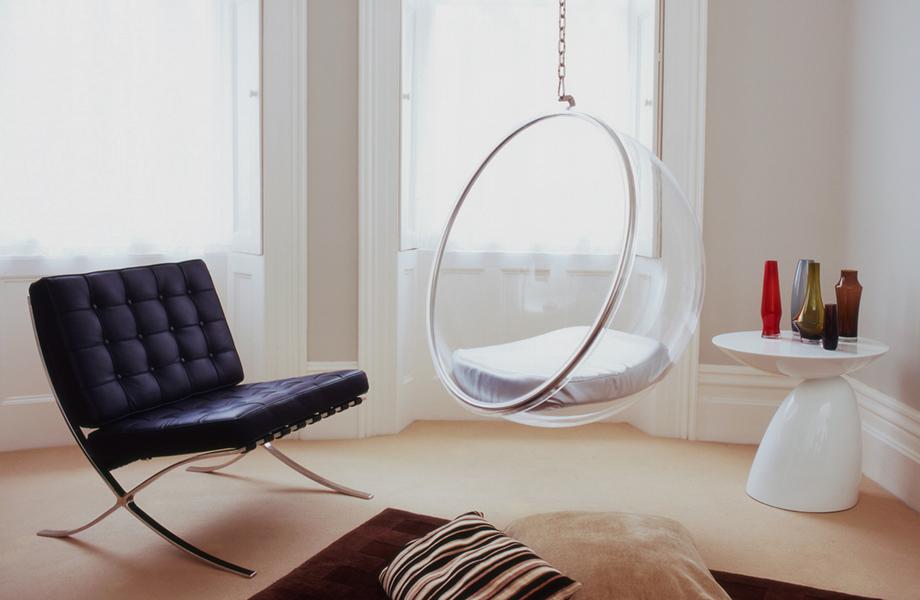 Bubble Chair em Sala de Estar