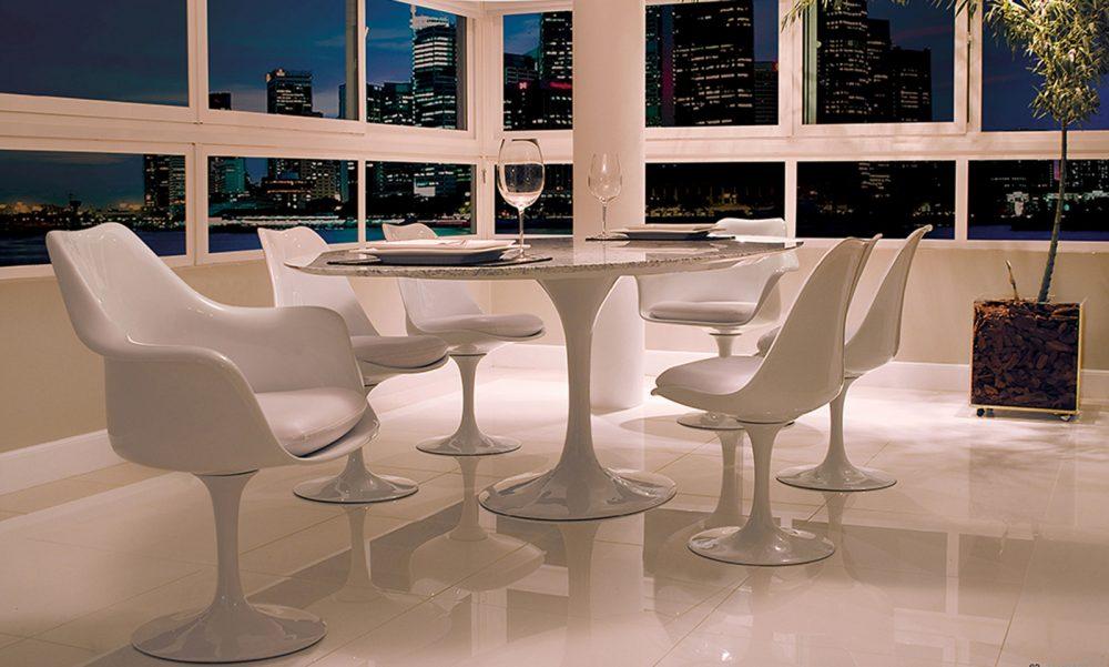 Mesa e Cadeiras Saarinen de Jantar