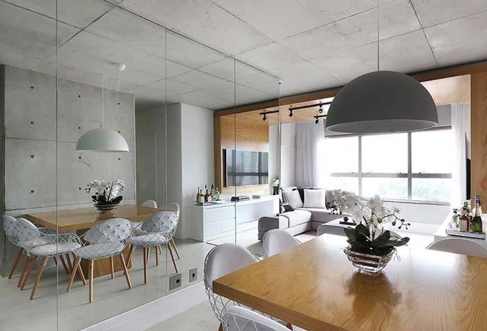 Apartamento  Pequeno com cores claras e espelho