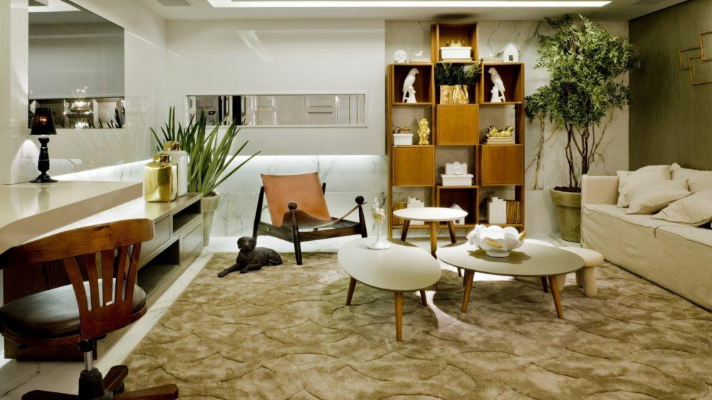Sala de Estar decorada com vasos e outros objetos decorativos