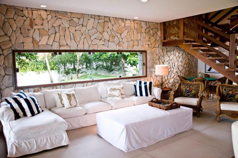 Sala de Estar rústica com Revestimento de pedras