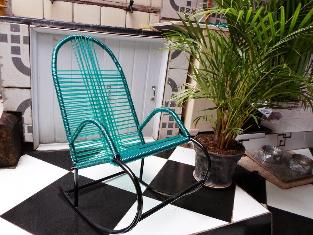 Cadeira de Balanço em ferro e plástico