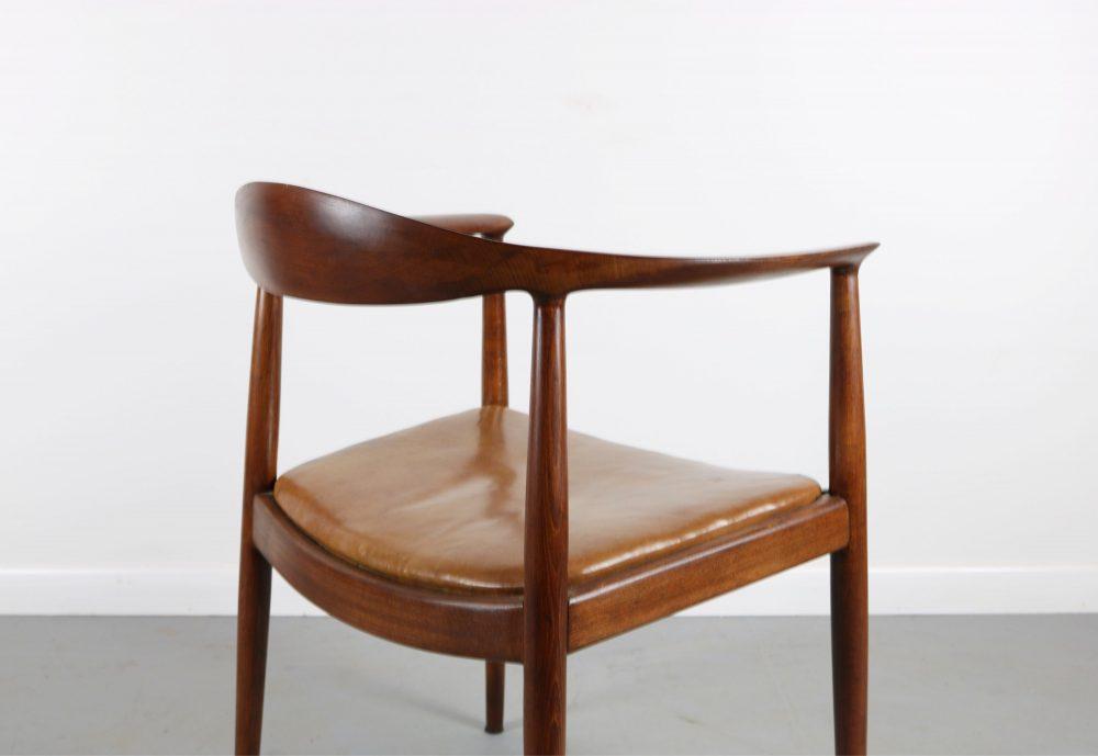 the chair assento marrom