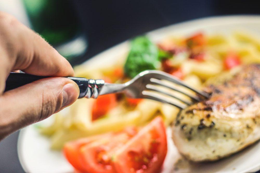 almoço salada e carne