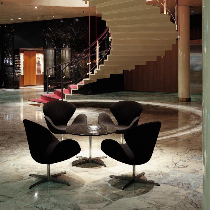 lobby SAS Royal Hotel poltrona swan