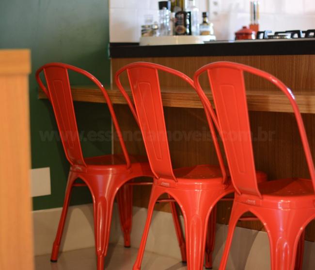 Cadeira Francesinha vermelha design industrial