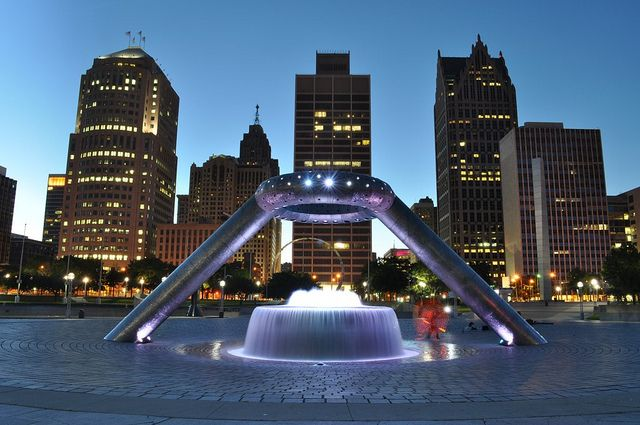 memorial fountain à noite
