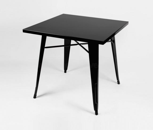 Mesa tolix preta em fundo branco