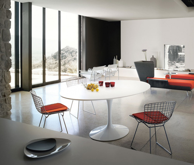 Mesa Saarinen e Cadeiras Bertoia artigo series